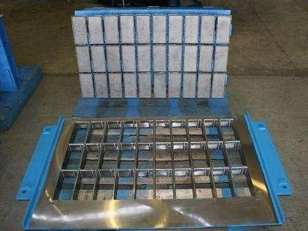 Пресс-формы часто используют при производстве тротуарной плитки и других бетонных изделий.