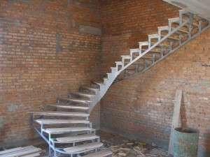 как сделать лестницу на второй этаж своими руками из дерева фото