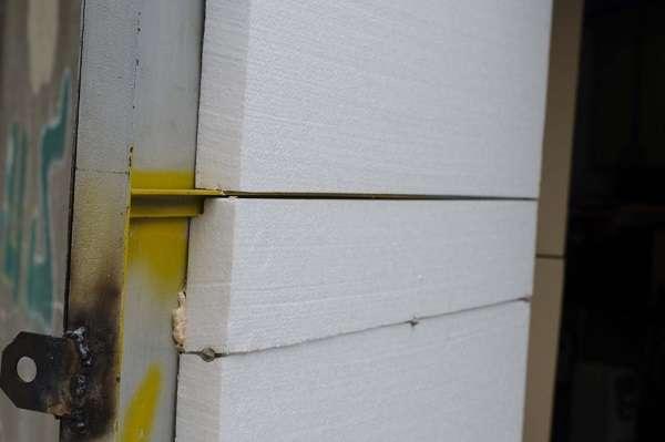 Специалисты рекомендуют утеплять гаражные ворота изнутри