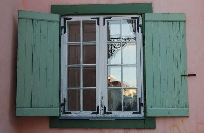 Как утеплить окна на зиму: способы и их особенности