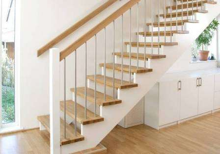 Лестница на второй этаж в загородном доме - 50 фото идей