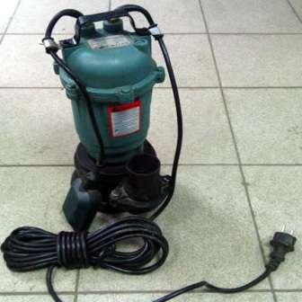 Фекальный насос незаменим для владельцев усадеб, занимающихся устройством канализации собственными силами.